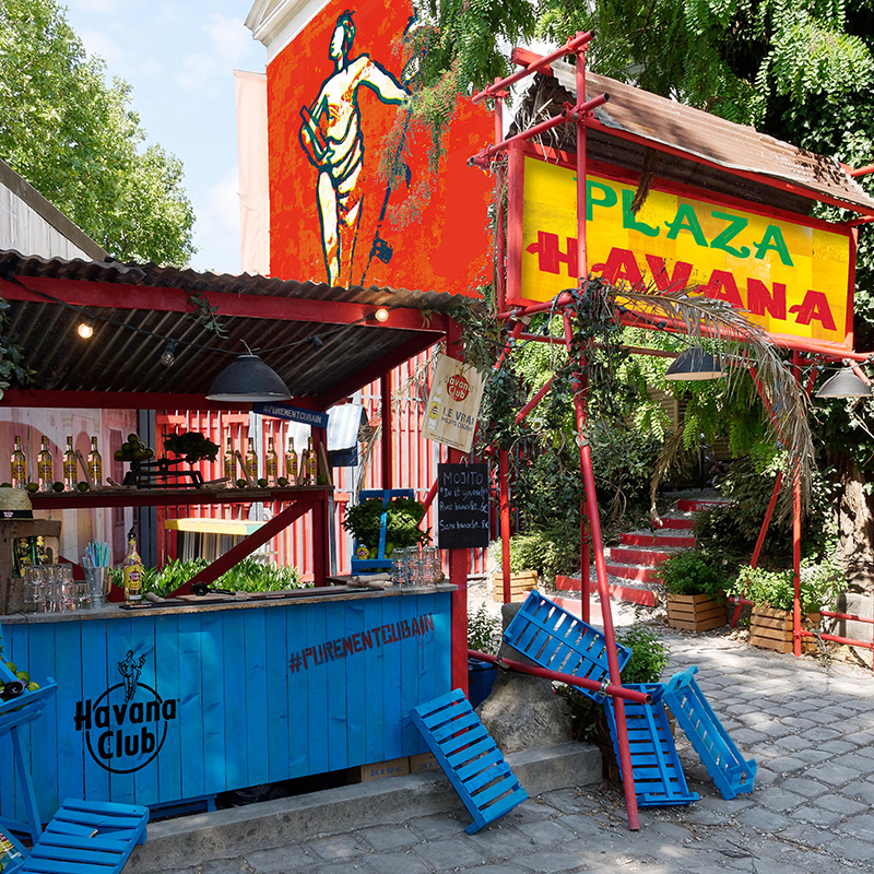Plaza Havana - Café A se transforme en quartier cubain.